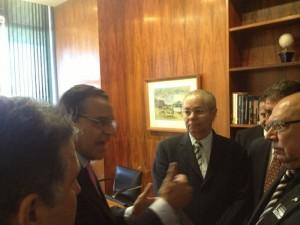 Deputado Federal Henrique Eduardo Alves, Presidente da Câmara, recebe representantes das ferrovias.